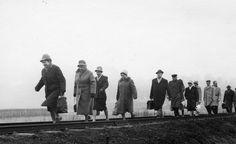 Keine Flucht, eher ein Spaziergang mit leichtem Gepäck, warum aber auf den Bahngleisen?