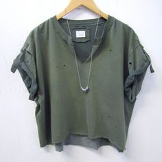 Bleached and beat up T :-) - upcycled army green t-shirt - hemline and sleeves cropped - neckline cut - bleached hemline - hem of shirt recycled into Bleach T Shirts, Cut Shirts, Ripped Shirts, Diy Fashion, Fashion Outfits, Mode Grunge, Vintage T-shirts, Upcycled Vintage, Vintage Trends
