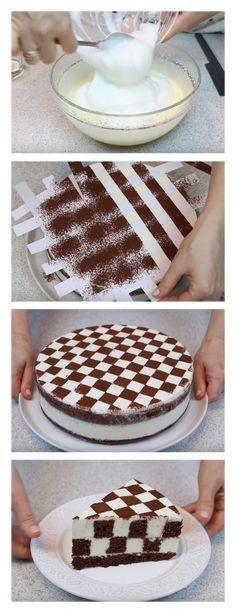Minha professora me ensinou este maravilhoso bolo de tabuleiro de xadrez passo a passo salve este pin As folhas de gelatina molham em água fria por 10 minutos. #bolo#torta#doce#sobremesa#aniversario#pudim#mousse#pave#Cheesecake#chocolate