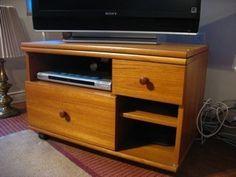 Kijiji: Meuble télé TECK fabriqué au Dannemark - $60