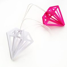 These DIY 3d gem ornaments are prefect for your tree, garland or to give as part of your gifts this Holiday season. Stop by and see how you can make them! DIY 3d Gem Ornaments made with the Silhouette #MaritzaLisa #DIYGems #DIYOrnaments