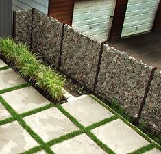 55 Best Gabion Wall Stone & Fences That Will Decorate Your Beautiful Landscape Area - Decor Units Gabion Fence, Gabion Wall, Landscaping With Rocks, Backyard Landscaping, Fence Design, Garden Design, Ideas Terraza, Garden Screening, Stone Fence