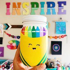 Mason jar painted crayon box. Back to school mason jar craft ideas. Teacher gift ideas with mason jars. Painted back to school mason jar.