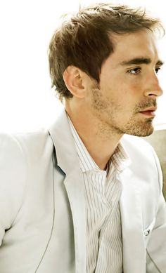 Lee Pace...can successfully pull off Ned and Thranduil...how can you not love that?