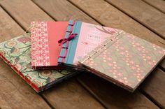 Cadernos confeccionados em papel decorativo, miolo sem pauta e costura japonesa. Para lembrança de aniversários, diário para meninas ou anotações.