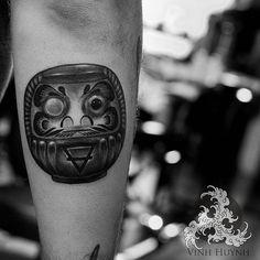 #daruma on @_vinz_ always honored to tattoo a talented fellow artist. Inquiries email me. Thank you. blackwaveink@gmail.com #sanfranciso#electrasyn#helixrotary#symbeos#inkeeze#worldfamousink#tattooart#geometry#tattoo#blxckink#blackwork#blackandgrey#blacktattoos#blackink#inkedup#illustration#blackworkerssubmission#geometrictattoo#darkartists