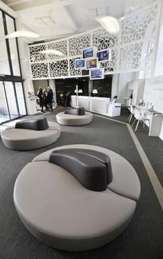 L'accueil © Philippe Gisselbrecht / Office de Tourisme de Metz Metz, Tourist Information, Philippe, Lounges, Sofa Chair, Boutiques, Cosy, Architecture, Design