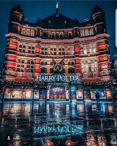 🧙♀️❤️ en Londres Escríbenos para brindarte nuestros programas, tours y actividades en cada destino . City Of London, London United Kingdom, Strange Places, Resorts, Destination Voyage, Famous Places, London Photos, Best Places To Travel, London Calling