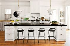 15 Wonderful Black and White Kitchens You Should See Now -