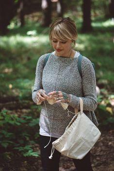 The Weekender Knitting pattern by Andrea Mowry Marled Sweater, Knit Sweaters, Brooklyn Tweed, Baby Scarf, Universal Yarn, Crochet Fall, Arm Knitting, Knitting Ideas, Christmas Knitting Patterns