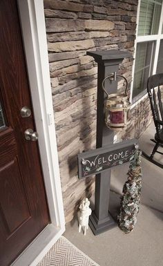 DIY Chalkboard Welcome Sign and Sign Post.minus the welcome i would make it. Chalkboard Welcome Signs, Diy Chalkboard, Diy Projects For Kids, Wood Projects, Kids Diy, Woodworking For Kids, Woodworking Crafts, Palette Deco, Diy Cutting Board