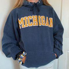 Outfits For Teens For School, Casual School Outfits, Lazy Outfits, Teenager Outfits, Stylish Outfits, Trendy Hoodies, Cute Sweatshirts, Printed Sweatshirts, Fashion Sweatshirts
