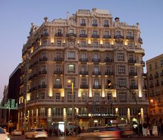 Here are some of the best hotels to make the most of your stay in Madrid. Chosen for their reasonable prices and comfortable rooms. Affordable Hotels, Best Hotels, Great Hotel, Madrid, To Go, Multi Story Building, 21st, Good Things, Architecture