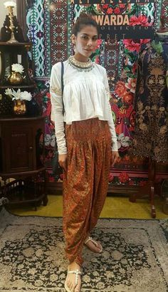 Indo western dresses for girls are a trending Outfit among girls and women. Adore the best indo western dresses for girls and ladies with us. Indian Attire, Indian Wear, Indian Outfits, Indo Western Dress For Girls, Indian Western Dress, Indian Dresses For Girls, Trajes Pakistani, Boho Outfits, Fashion Outfits