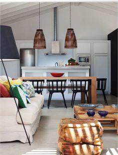 Dieser Wohn-Essbereich befindet sich in einem winzigen Haus! 7 tolle kleine Häuser gibt es im Artikel zu sehen.  Im Foto: LAVRADIO DESIGN