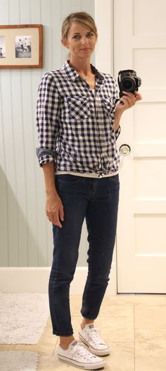 navy gingham shirt, skinny jeans, white converse