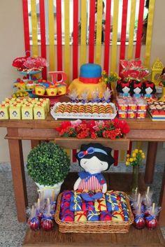 decoração com bonecas de pano Prince Birthday, Circus Birthday, Birthday Board, Birthday Parties, Snow White Birthday, Disney Princess Party, Bday Girl, Baby Party, Princesas Disney