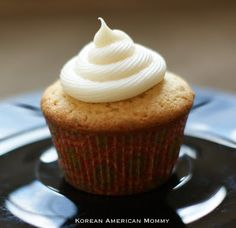Korean American Mommy: Almond, Sour Cream & Olive Oil Cupcakes with Cream Cheese Frosting