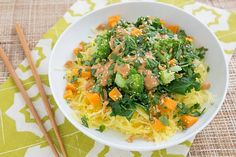 On the menu this week: a big bowl of Thai peanut spaghetti squash goodness, crockpot pumpkin steel-cut oats, oven-baked sweet potato fries that are actually crispy (!) and more. Get the links to the recipes here: http://ohmyveggies.com/ate-week-spaghetti-squash-time-peanut-sauce/