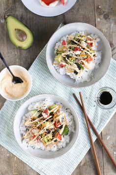 Sushi, maar dan in een kommetje. Sushi Recipes, Vegetarian Recipes, Dinner Recipes, Healthy Recipes, Healthy Food, California Roll Sushi, California Rolls, Sashimi, Japan Sushi