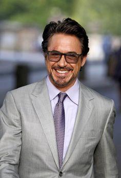 Hey look, its iron man! :) Who doesnt love Robert Downey Jr. Robert Downey Jr., I Robert, Downey Junior, Raining Men, Attractive Men, Tony Stark, Celebrity Pictures, Gorgeous Men, Beautiful People