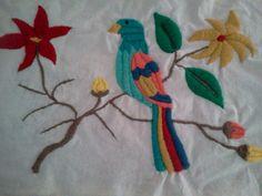 Alumnas- Nani Bordado a Mano Bird Embroidery, Best Pillow, Pillow Covers, Textiles, Birds, Pillows, Deco, Unique Jewelry, Handmade Gifts
