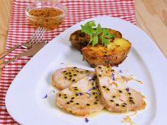 Receta | Lomo de cerdo asado con salsa de fruta de la pasión - canalcocina.es