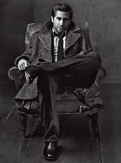 Jake Gyllenhaal in Vogue  >>shooting guys and/or mensware for girls