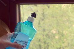 Fenster mit Klarspüler putzen | Frag Mutti