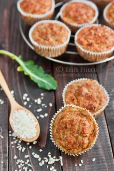 Tuna Muffins (Dukan) 2 cans of tuna (in own juice) 2 eggs 150 g cheese 0.2% 2-3 T onion chopped 1/2 t baking powder 3 T oat bran 1 T dried dill (or green) salt, pepper, chilli (optional) - Amounts to nine pieces -