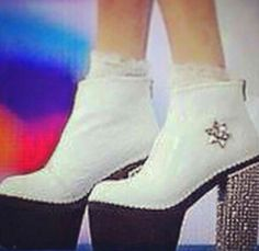 Zapatos blancos con tacon negro