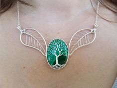 This handmade necklace is made of silver plated wire and genuine malachite gemstones. It is a necklace for both special occasions and everyday use. The necklace has an 8 cm chain, so that you can adjust the length. The size of the malachite stone: 34 x 25 mm