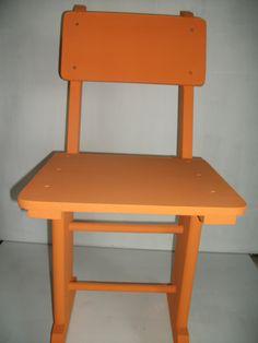 Cadeira em madeira de última vida