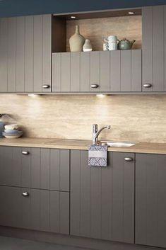 Landelijke Keuken Irvine. Woonkeuken met alle comfort om de meest smakelijke gerechten te bereiden. En alle ruimte om samen bij te kletsen of van de maaltijd te genieten. | landelijke keukens | keuken landelijk | keuken ideeen | keuken inspiratie | kitchen inspiratie | droomkeukens | design kitchen ideas | keukens vlaardingen | #iemms #iemmskeukens | iemms.nl #keuken #keukens Kitchen Modular, Modern Kitchen Cabinets, Kitchen Paint, Modern Kitchen Design, Rustic Kitchen, Kitchen Interior, Kitchen Decor, Kitchen On A Budget, Kitchenette