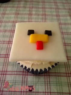 minecraft Birthday Stuff, 7th Birthday, Birthday Ideas, Minecraft Cupcakes, Minecraft Party, Chicken Cupcakes, Birthday Activities, Kid Friendly Meals, Cupcake Cakes