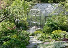 Kasvihuoneen rakentaminen – nappaa 9 ideaa kasvihuoneen materiaaleihin | Meillä kotona