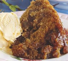 Banana butterscotch self-saucing pudding - Steamed banana and pecan pudding - Hot Desserts, Pudding Desserts, Pudding Cake, Banana Pudding, Pudding Recipes, Delicious Desserts, Yummy Food, Malva Pudding, Butterscotch Pudding