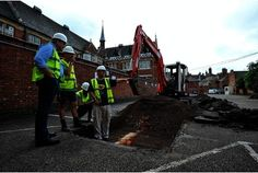 Richard III dig: 'R' marks the spot where skeleton found in Leicester car park | This is Leicestershire