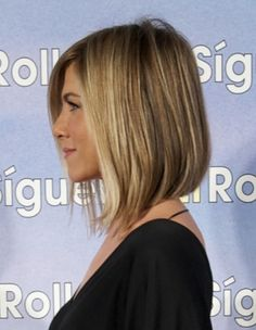 Celebrity Hairstyles: Jennifer Aniston. Could this be the solution to my ugly hurrs?