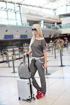 Make the airport your runway.How do you select an ensemble that will be comfortable enough to travel in?This cool and casual airport style can be extended on your working station. Travel Wear, Travel Outfit Summer, Travel Style, Summer Outfits, Casual Outfits, Travel Outfits, Summer Travel, Airport Look, Airport Style