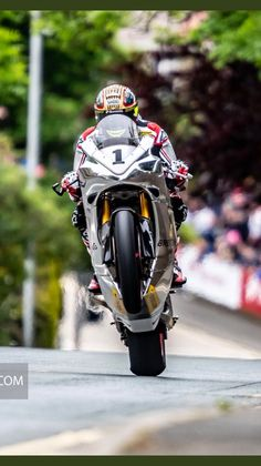 John McGuiness aboard the Norton Concept Motorcycles, Racing Motorcycles, Course Moto, Norton Motorcycle, Ducati Hypermotard, Hot Bikes, Super Bikes, Road Racing, Courses