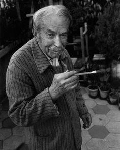 ジャコモ・バッラ(Giacomo Balla, 1871年7月18日 - 1958年3月1日)。イタリア未来派の画家。 トリノ生まれ。1900年ごろパリに旅行して、影響を受ける。  1910年、ウンベルト・ボッチョーニ、カルロ・カッラ、ルイジ・ルッソロ、ジーノ・セヴェリーニとともに「未来派絵画技術宣言」に署名。動きや速度を絵画表現にて表そうとした。また、絵画上の形態の解体が進み、1910年代前半には、抽象的傾向の強い作品も生み出した。最も早く抽象絵画を描いた1人であるといえる。  1915年、フォルトゥナート・デペーロとともに、「宇宙の未来派主義的再構成」に署名。その後、具象絵画に戻る。