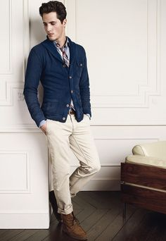 here we go... now this is nice... the cardigan with the loose tie... nice shoes... good pants.... nice belt too...