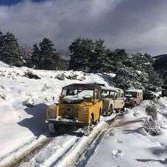 Land Rover Series and Defender adventure snow