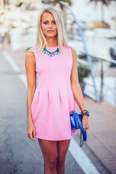 Janni Deler is wearing a pink pleated dress from Choies, shoes from NLY and a bag from Chanel