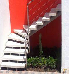 Escaleras Precoladas y Barandales Inoxidables.                                                                                                                                                                                 Más