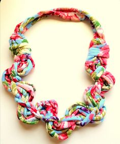 Beautiful fabric necklace - tutorial - lots more at site.