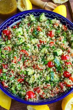 Quinoa Tabbouleh Salad Recipe : A light and fresh tabbouleh salad with quinoa, tomatoes, cucumbers and loads of fresh parsley and mint in a bright lemon dressing. Tabouleh Salat, Quinoa Tabouleh, Quinoa Salad, Salad Bar, Soup And Salad, Salad Recipes, Vegan Recipes, Avocado Recipes, Appetizer Recipes