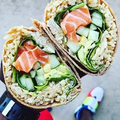 #Repost @fitmencook (@get_repost) Sushi burrito? I can dig it! My Friday ritual includes going to my favorite fish market in Dallas to buy sushi grade salmon & tuna for poke. But today I felt inspired to make a burrito with salmon avocado cucumber spinach brown rice and sriracha mayo in a low-carb tortilla. Can you dig it?! Tag a friend that could go for this! Boom. (traducción abajo) ----- Burrito de sushi? Sí por favor! Tengo la misma rutina el viernes - comprar salmon y atún con grado…