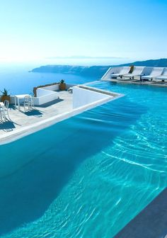 There are some awesome swimming pools in Santorini Island. Below are photos of some of the most amazing swimming pools in Santorini Island. Santorini Hotels, Santorini Island, Santorini Greece, Imerovigli Santorini, Greece Sea, Santorini Travel, Athens Greece, Infinity Pools, Amazing Swimming Pools
